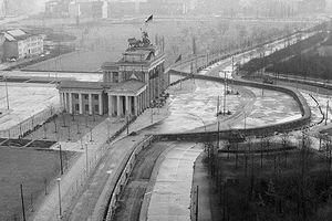 Những bức ảnh về Bức tường Berlin chia tách Đông Đức và Tây Đức