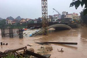 Lạng Sơn: Cận cảnh cầu Kỳ Cùng đang xây dở bị lũ to đe dọa