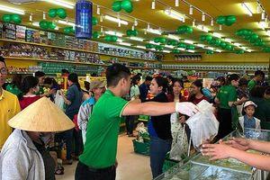 Bách hóa Xanh tái hiện khung cảnh khai trương 'đông như hội' của thegioididong.com cách đây 6 năm