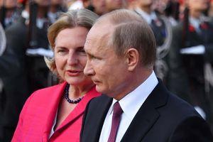 Ngoại trưởng Áo gặp bão chỉ trích vì mời TT Putin dự lễ cưới