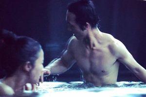 Lưu Diệc Phi lộ cảnh tắm với bạn diễn nam trong 'Hoa Mộc Lan'