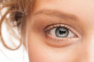 Ứng dụng công nghệ mổ mắt không chạm