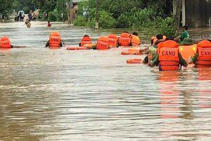 Mưa lũ hoành hành ở Nghệ An: 5 người chết, nhiều tuyến quốc lộ tê liệt