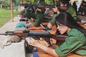 Thêm một nữ sinh ra nhập hội hot girl quân sự nhờ góc nghiêng 'thần thánh'
