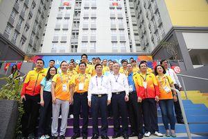 Bộ trưởng Nguyễn Ngọc Thiện tới thăm đoàn thể thao Việt Nam dự Asiad