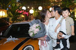Chuyện showbiz: 'Kiều nữ' Ngọc Lan được chồng tặng xe hơi tiền tỷ