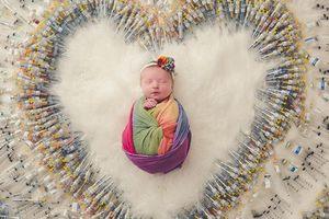65.000 lượt chia sẻ bức ảnh xúc động về 'em bé cầu vồng' nước Mỹ