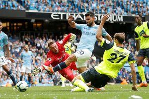 Sergio Aguero lập hat-trick, Man City 'đánh tennis' trước Huddersfield