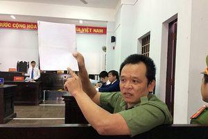Tranh luận căng thẳng vụ cựu thiếu tá công an kêu oan