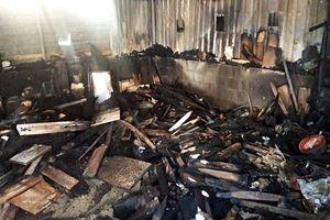 Cháy lớn lúc nửa đêm, cả khu dân cư náo loạn