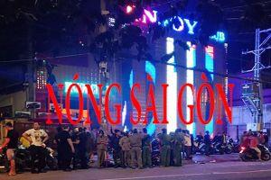 Nóng nhất Sài Gòn: Hai nhóm thanh niên hỗn chiến trước quán bar, nhiều người bị chém