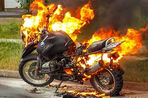 Người đàn ông xui xẻo nhất 'tháng cô hồn': Bị vợ giận dữ đốt siêu mô tô
