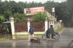 Xe khách va chạm khiến một người tử vong rồi lao xuống mương nước