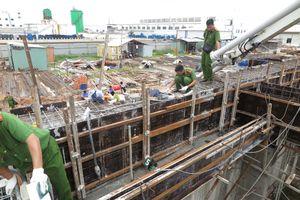 Tai nạn trong lúc đổ bê tông, 2 công nhân tử vong