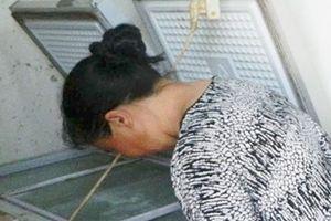Người phụ nữ đêm đêm đi gom xác hài nhi về chôn cất