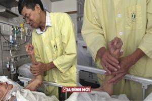 Con trai gần 60 tuổi bỏ việc chăm nuôi mẹ 101 tuổi nằm viện ở Hà Nội