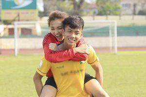 Bạn gái tin đồn của Phan Văn Đức gửi lời chúc ngọt ngào trước trận gặp Bahrain