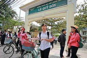 Học sinh, phụ huynh lo lắng khi trường học bị di dời khỏi 'đất vàng'