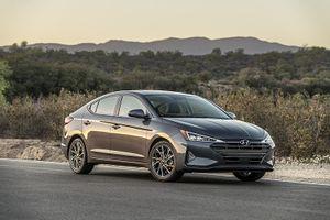 Hyundai Elantra lộ diện bản nâng cấp, nhìn như xe sang