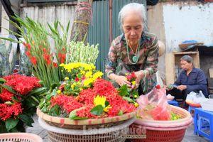 Gánh hàng hoa 'hồn xưa' còn sót lại