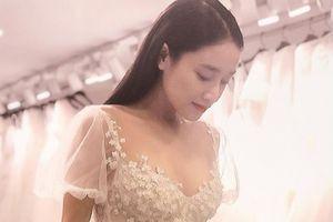 Nhã Phương lộng lẫy trong thiết kế váy cưới của NTK Chung Thanh Phong