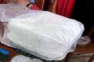 2 thiếu nữ mang 1 kg ma túy đá qua cửa khẩu