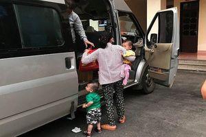 Sự thật 2 người phụ nữ bắt cóc trẻ em bị tài xế xe khách đưa đến trụ sở công an