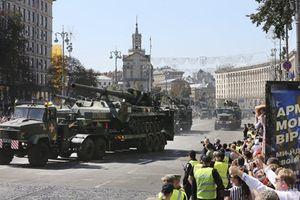 Cận cảnh lễ duyệt binh lớn nhất lịch sử của Quân đội Ukraine