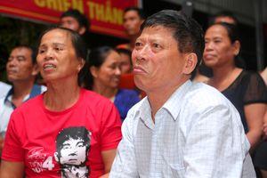 Bố mẹ hậu vệ Tiến Dũng xuýt xoa trước nhiều cơ hội của tuyển Việt Nam