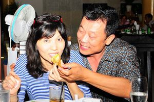 Hình ảnh hiếm hoi của danh hài Vân Sơn bên vợ con