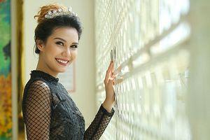 Hoa hậu Trái đất 2015 khoe nhan sắc rạng ngời cùng Thu Ngân, Ngọc Anh
