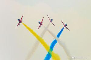 Đứng hình với lễ khai giảng 'khủng' của Không quân Trung Quốc