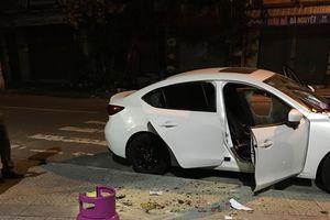 Ngông cuồng cướp xe máy, phá 4 ô tô, dọa nổ bình gas rồi tử thủ