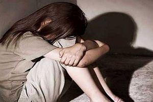 Đi Bar với bạn trai, bé gái 12 tuổi bị 4 kẻ đồi bại hiếp dâm tập thể