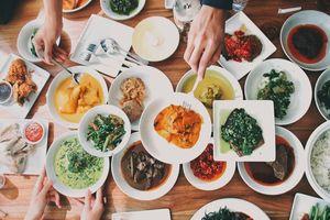 Nasi Padang, cơm Indonesia thịnh soạn với nhiều món ăn kèm khác nhau