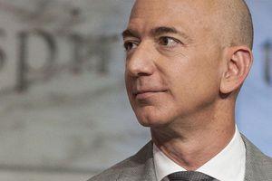 Tỷ phú giàu nhất thế giới Jeff Bezos đang tiêu số gia sản khổng lồ của mình thế nào?