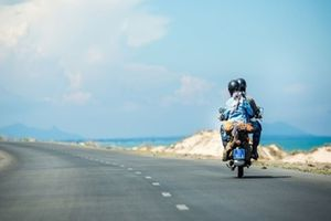 Lái xe đi chơi xa dịp nghỉ lễ cần chú ý những điều gì?