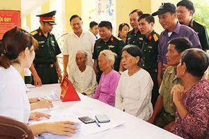 Bệnh viện Quân y 7 khám bệnh miễn phí cho 400 người dân Hải Dương