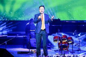 Nhà thơ Hồng Thanh Quang: 'Cuộc chơi' của người đàn ông tuổi sang thu
