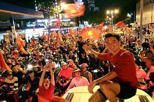 Bất ngờ trước bài thơ Đàm Vĩnh Hưng viết tặng tuyển Olympic Việt Nam trước trận bán kết chiều nay