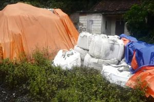 Thái Nguyên: 'Quả bóng trách nhiệm' vụ mua bán trái phép hơn 233 tấn chất thải nguy hại thuộc về ai?