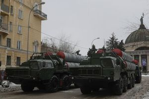 Mỹ 'mất ăn mất ngủ' vì đòn S-400 lợi hại của Nga