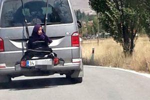 Trói một phụ nữ đằng sau ô tô, tài xế nhận cái kết đau đớn