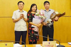 Bộ trưởng Tư pháp Lê Thành Long trao quyết định bổ nhiệm nhân sự