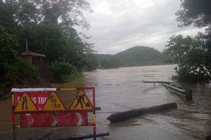 Thủy điện đồng loạt xả lũ, nhiều nơi ở Nghệ An chìm trong biển nước
