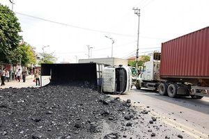 Một doanh nghiệp được 'ưu ái' vận chuyển than nhiều ngày trên Quốc lộ ở Quảng Ninh