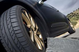 Lốp xe ô tô mòn bất thường, tài xế vẫn cố sử dụng: Hiểm nguy rình rập