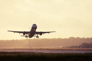 4 cách đơn giản để làm giảm đau tai khi đi máy bay