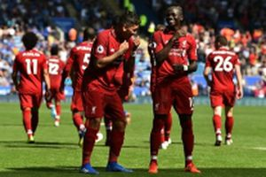 Trò hề của Alisson khiến Liverpool suýt bị Leicester chia điểm