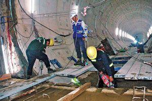 Xem công nhân làm ga tàu điện ngầm Ba Son